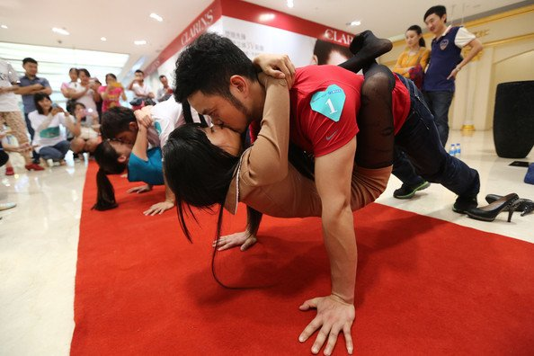 wpid-kissing-competition-during-chinese-valentine-ecr7urygstbl.jpg.jpeg